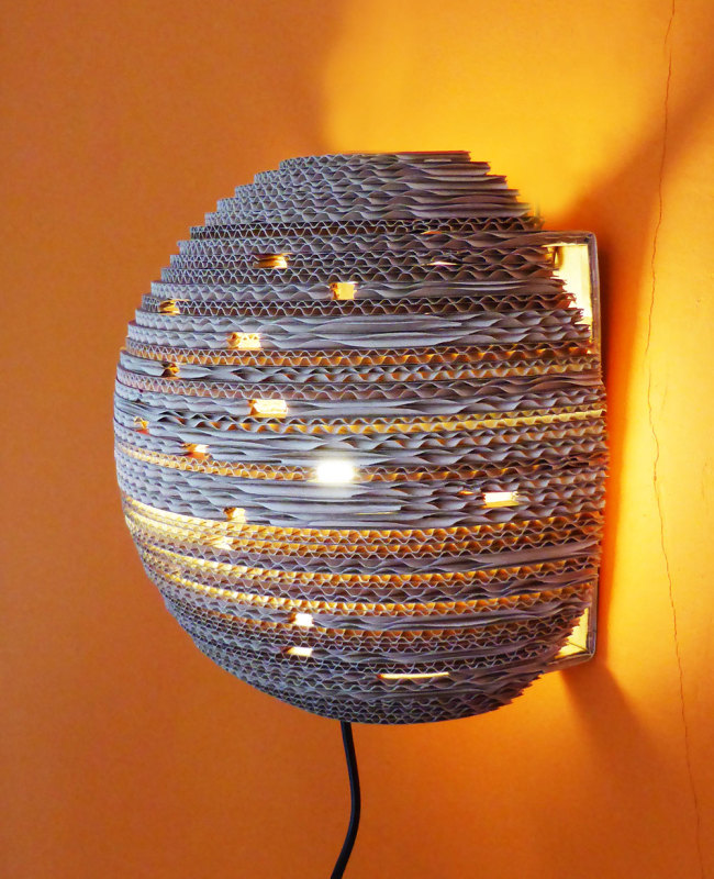 upcycle kartonnen wandlamp planet light