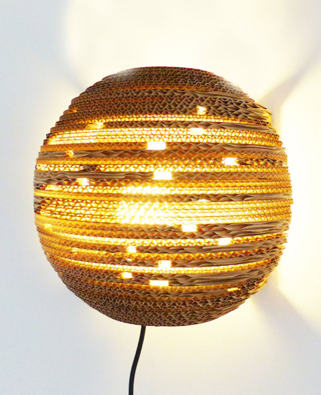 design kartonnen wandlamp planet light