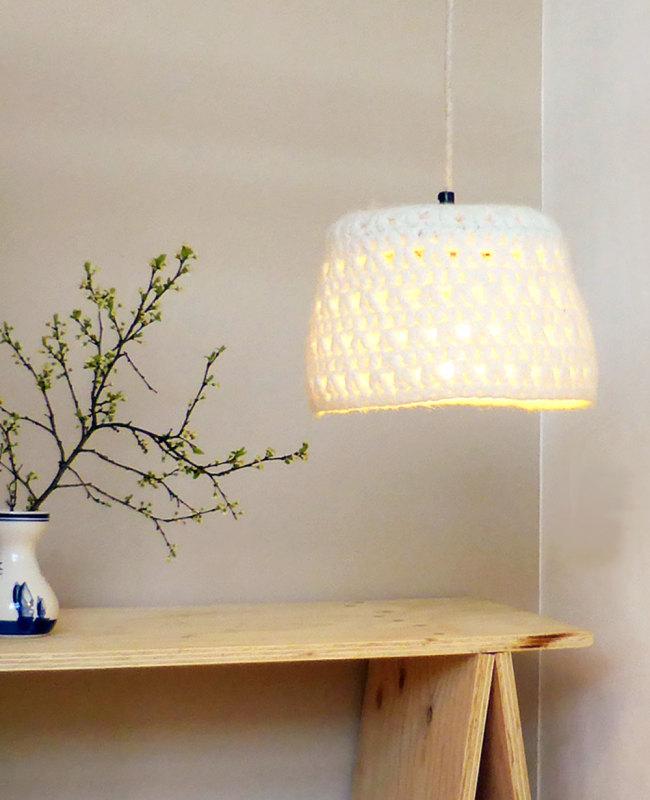 witte design hanglamp van vilt