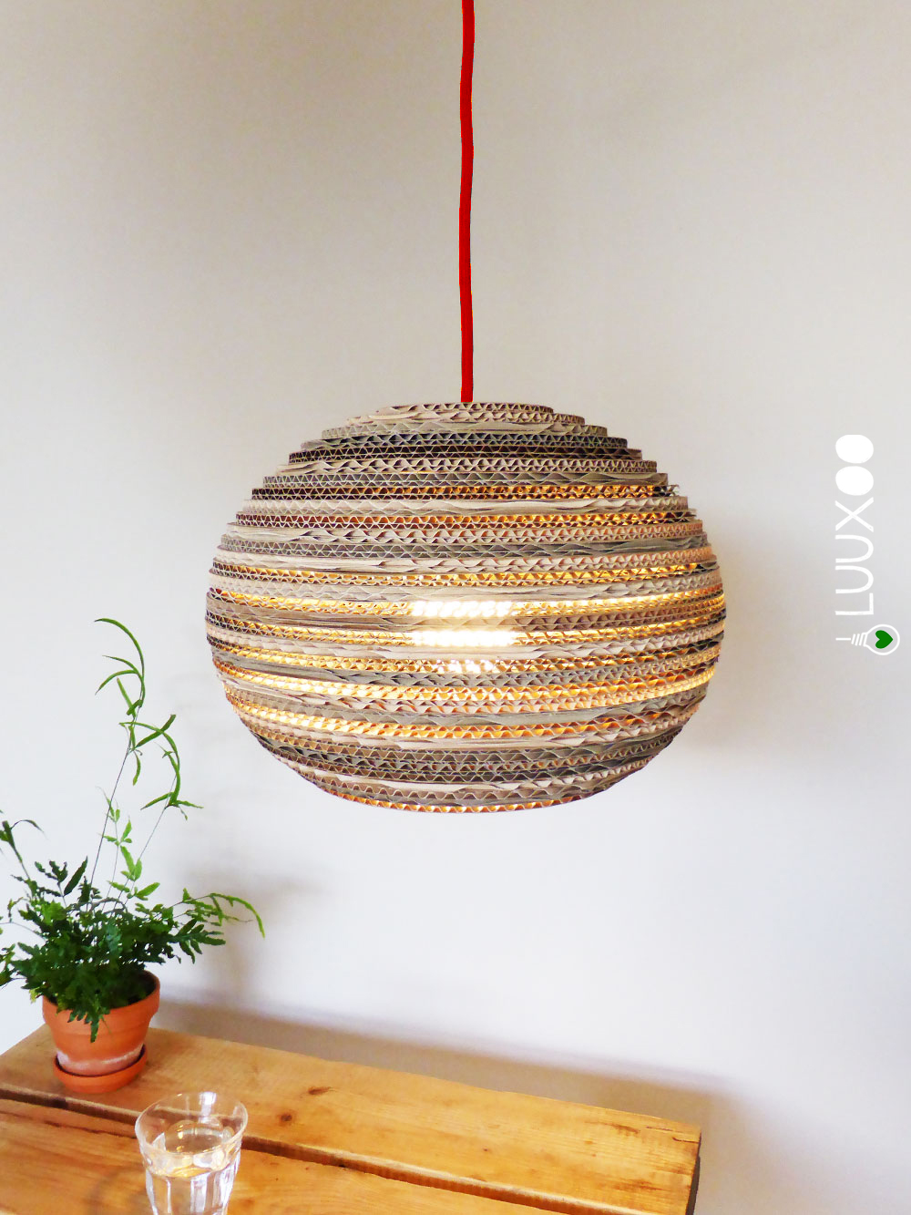https://luuxoo.nl/wp-content/uploads/2015/06/luuxoo-kartonnen-eettafel-lamp-canta-light-boven-rs.jpg