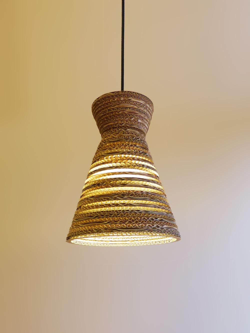 Hanglamp van golfkarton
